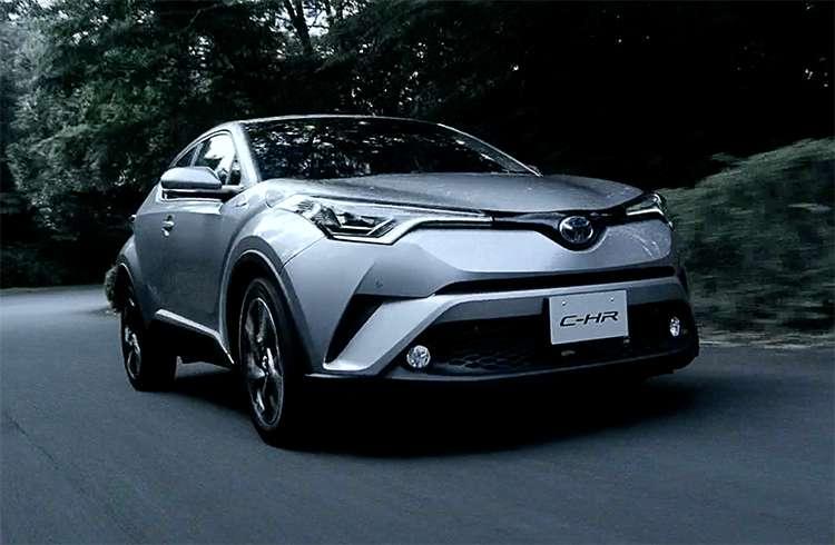 トヨタC-HR(CHR) リアにも流れるウィンカー?取付価格は?