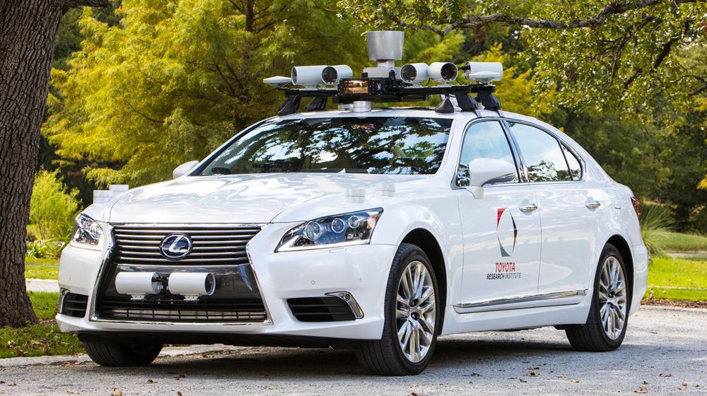 トヨタがレクサスLSでの自動運転公道テストを中止。Uberが原因?