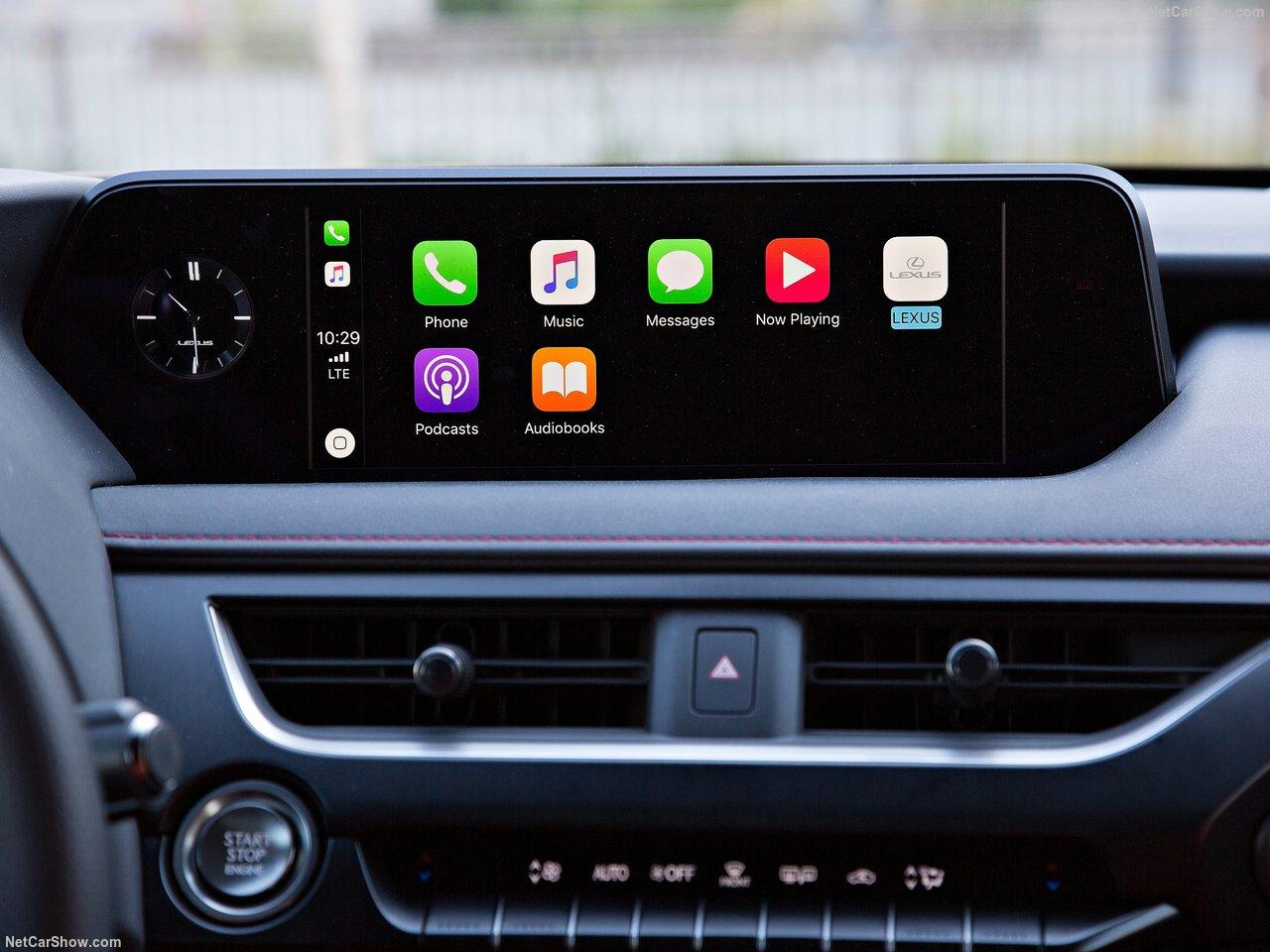 新型SUV「レクサスUX」の内装を検証!後部座席は狭いのか? | 車情報ラウンジ「YOUNG AMG」