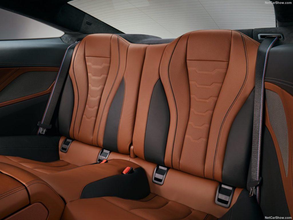 BMW8シリーズクーペ 内装 後部座席
