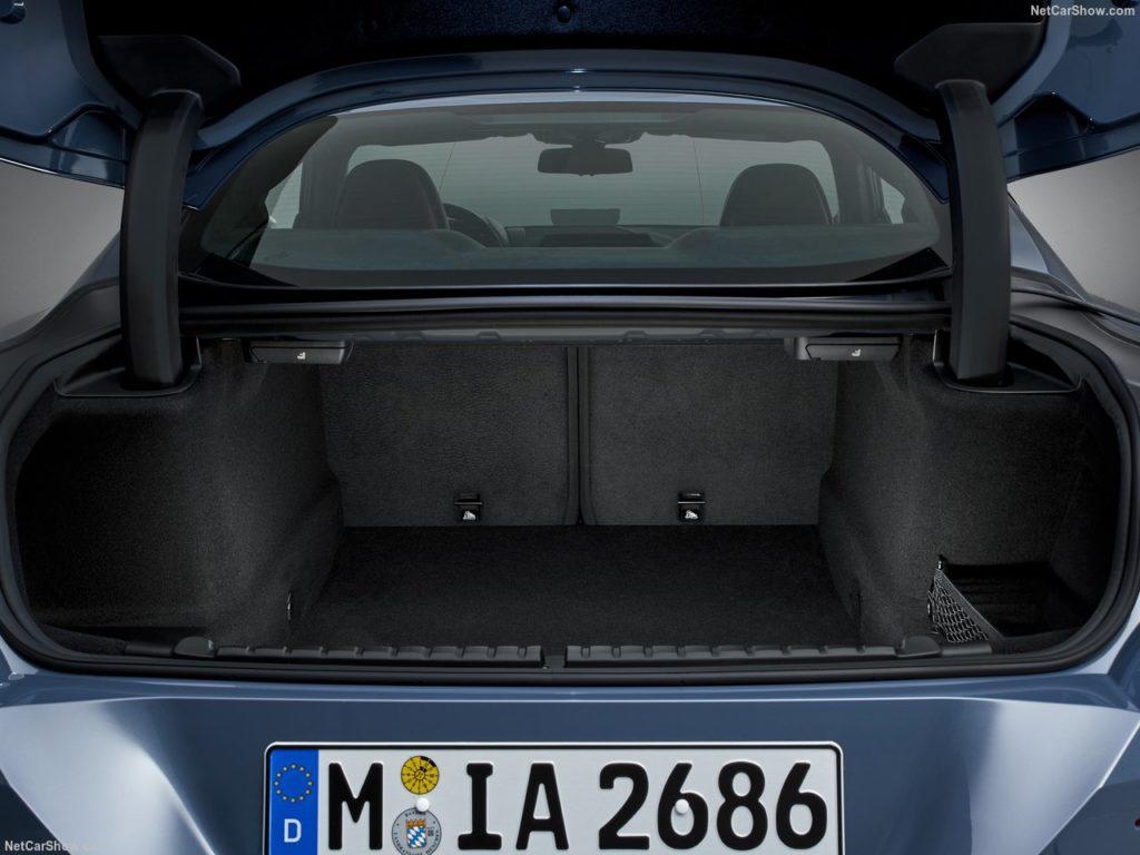 BMW8シリーズクーペ 内装 荷室