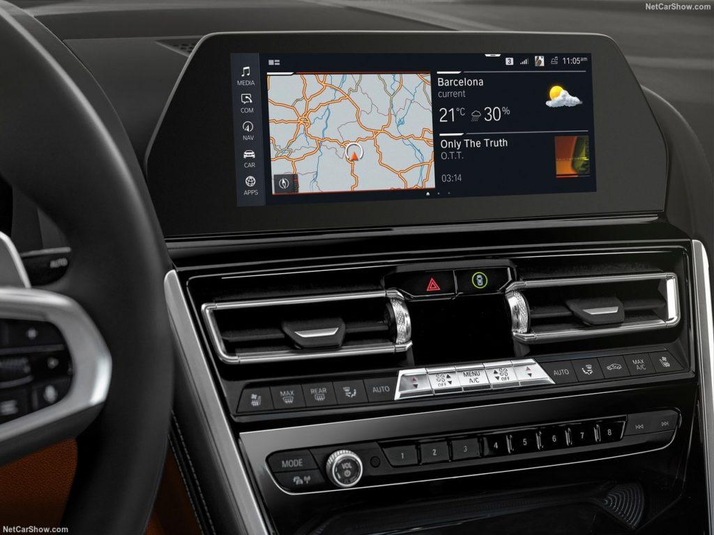 BMW8シリーズクーペ 内装 液晶