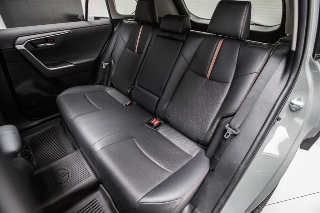 新型RAV4 内装 後部座席