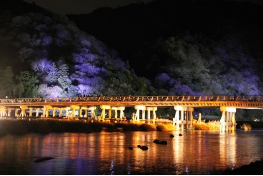 夜の嵐山渡月橋