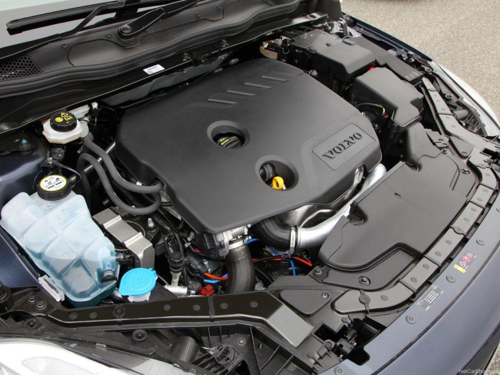 ボルボV40のエンジン